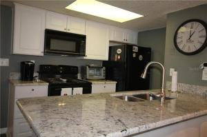 A kitchen or kitchenette at Beautiful Condo