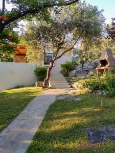 Κήπος έξω από το Περνάκρια