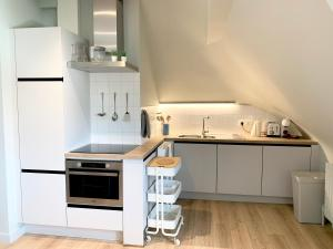 A kitchen or kitchenette at Apartments Villa Manalou