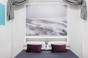 A bed or beds in a room at Suite Design Piazza di Spagna