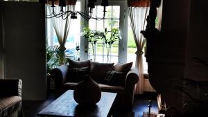 Een zitgedeelte bij vakantiewoning Charme Aan Zee