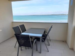 Ein Balkon oder eine Terrasse in der Unterkunft Apartment Lara