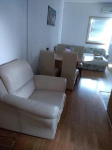 A seating area at Apartment Bušljeta