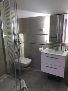 A bathroom at Noclegi pod kasztanem
