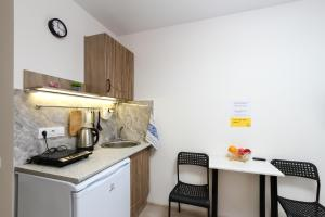 A kitchen or kitchenette at Уютная квартира у метро Площадь Маркса
