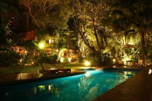 Casa Natureza Brasil tesisinde veya buraya yakın yüzme havuzu