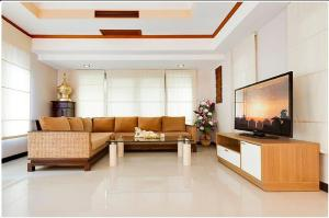 A seating area at Residences Pattayalux