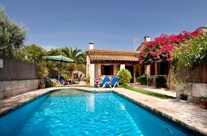 The swimming pool at or near Villas Plomer Salas