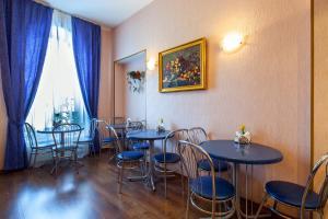 Lounge oder Bar in der Unterkunft Nevsky Express