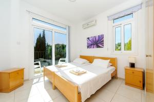 A bed or beds in a room at Villa Orpheya