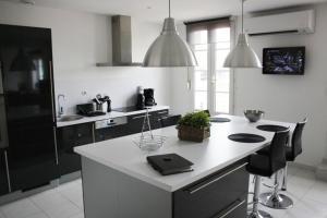 Een keuken of kitchenette bij Gîte touristique du Couvent