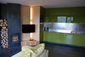 A kitchen or kitchenette at Apartamenty Malinka