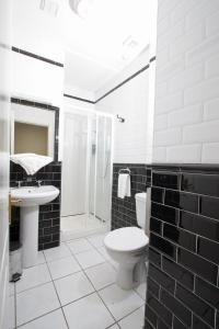 A bathroom at Oliver St. John Gogarty's Penthouse Apartments