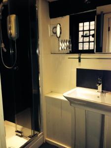 A bathroom at Pemberton House