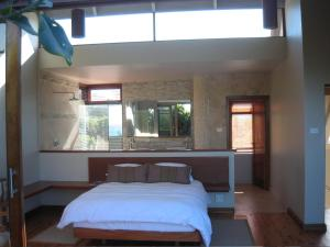 A bed or beds in a room at Aquarius Beach House