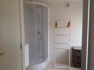 A bathroom at Holiday Home t' Keerske