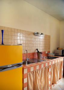 A kitchen or kitchenette at Residence Favonio