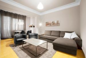 A seating area at Exclusive Centric Apartments II