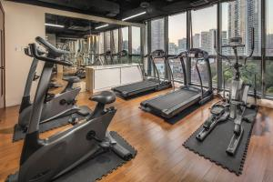 The fitness center and/or fitness facilities at Green Court Residence City Center, Shanghai(Original name: Green Court Serviced Apartment-People's Square)