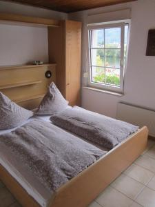 A bed or beds in a room at Mosel Panorama