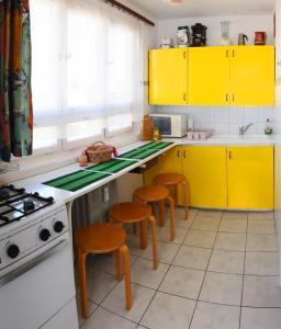 Óbuda Apartments tesisinde mutfak veya mini mutfak