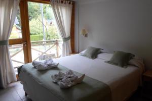 Una cama o camas en una habitación de Apart Hotel Robles del Sur