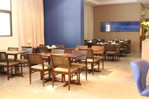 A restaurant or other place to eat at Betel Beach Flat
