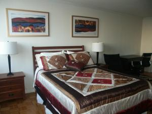 A bed or beds in a room at Charlesview Suites Back Bay