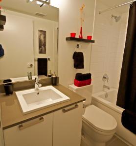 A bathroom at Urban Den