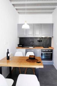 A kitchen or kitchenette at Mykonos Loft