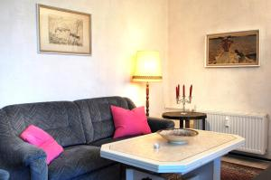 A seating area at Home Wilma