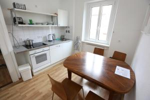 A kitchen or kitchenette at Apartments Thommen