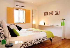 Uma cama ou camas num quarto em Alfama Terrace