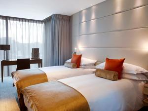 A bed or beds in a room at Cheval Three Quays at The Tower of London