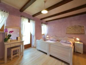 מיטה או מיטות בחדר ב-Istrian Villa Fumica