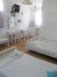 En sittgrupp på Princess Santorini Villa