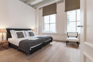 Кровать или кровати в номере Cityden Canal Serviced Apartments