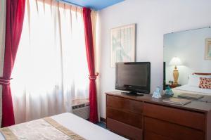 Un televizor și/sau centru de divertisment la HS Apartments