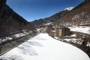 Apartaments Turístics Prat de Les Mines en invierno