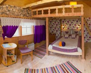 Divstāvu gulta vai divstāvu gultas numurā naktsmītnē Tõnise Holiday Houses