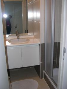 A bathroom at Appartement Koksijde