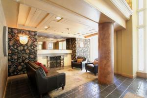 The lobby or reception area at Le Chamois by Whistler Premier