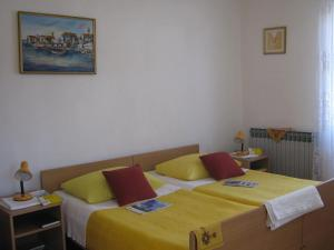 A bed or beds in a room at Apartments and Rooms Artemida