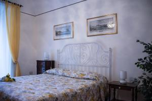 A bed or beds in a room at Il Giglio Rosso