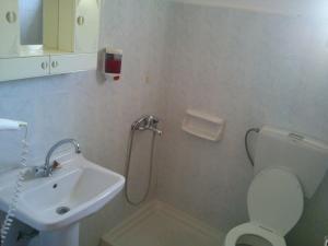 Łazienka w obiekcie Vogiatzis Rooms