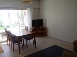 Телевизор и/или развлекательный центр в Leinon Apartments