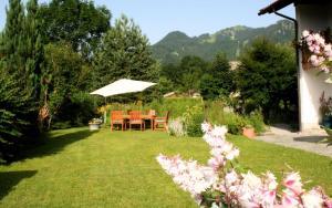 A garden outside Ferienwohnung Goller