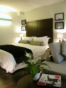 Una cama o camas en una habitación de Atelier Apartments by BridgeStreet