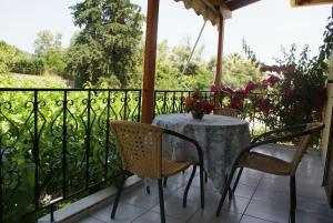 A balcony or terrace at Grammatoula