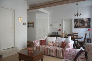 A seating area at Limoux Vacances